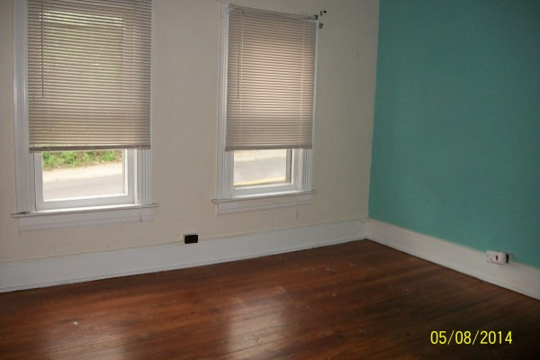3 Bedroom Apartment At 58 12 N Lancaster Second Floor Student
